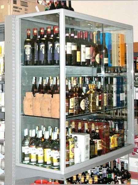 Подвесная витрина с алкоголем
